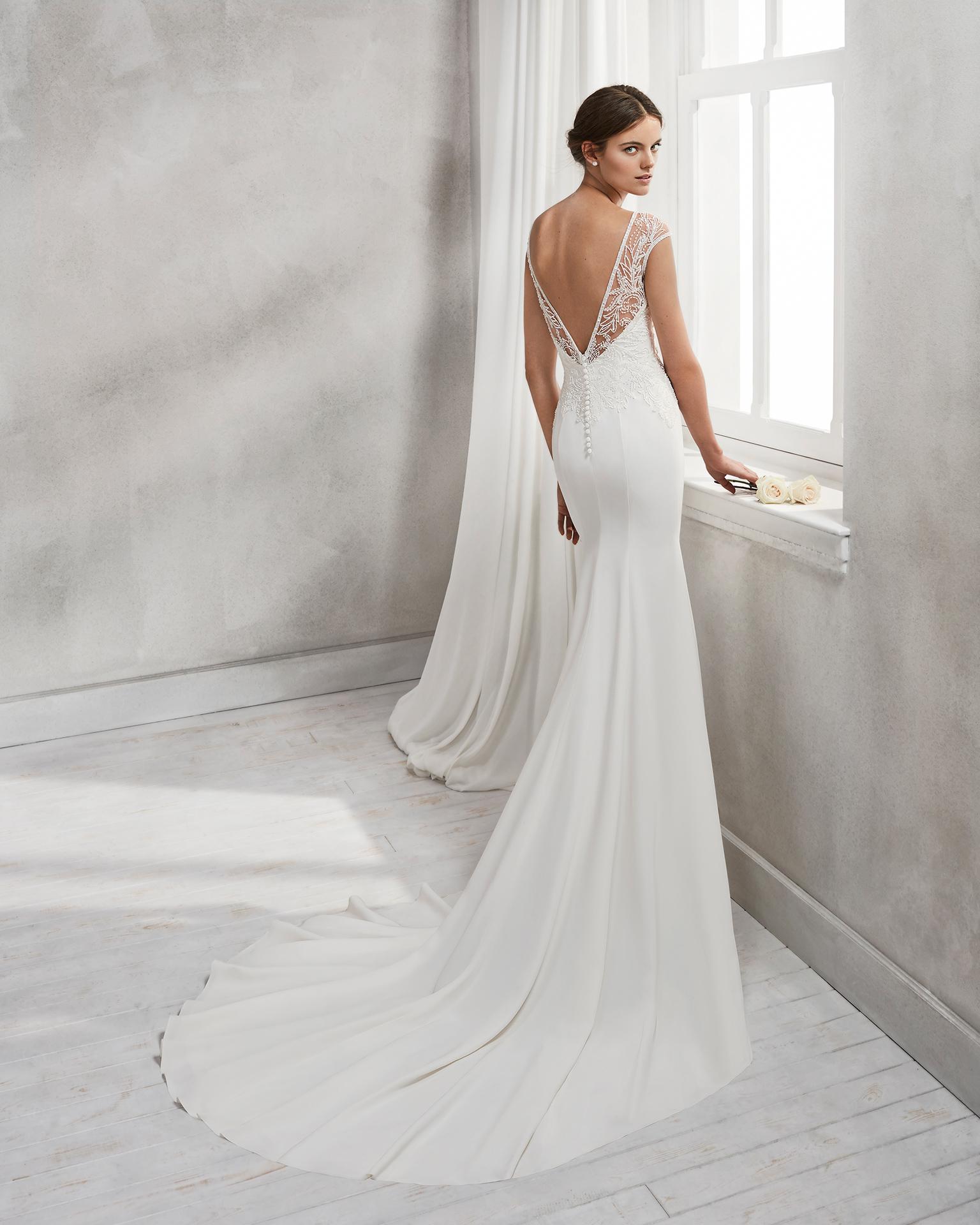 e838303234b3 Noi ti aspettiamo in boutique per provare di persona questi stupendi abiti  e trovare quello che più esalta la tua naturale bellezza.