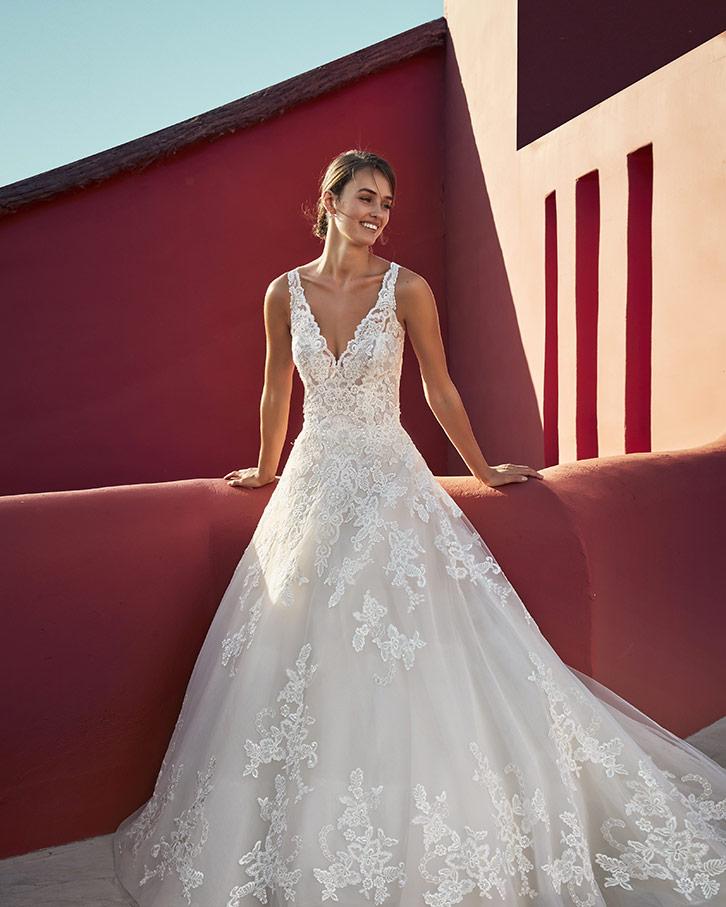 e080f7d882fb Collezione Adriana Alier 2019 - Stefania Spose Parma