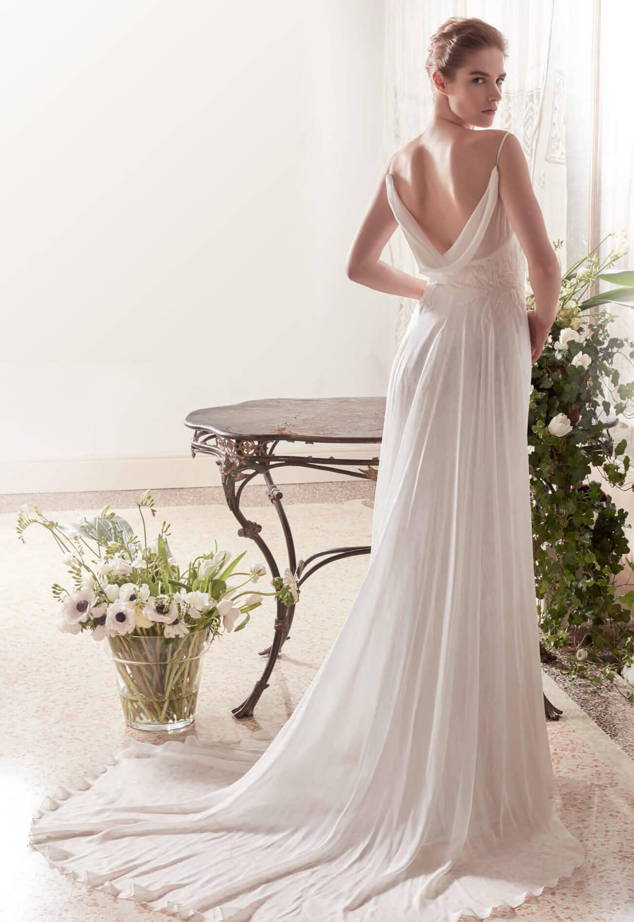 10 abiti da sposa perfetti per il rito civile 9dc9af0f43b